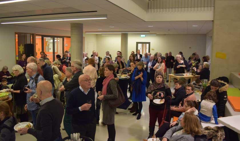 feestelijke opening van nieuw kantoor voor Steunpunt Vluchtelingen De Bilt in gebouw het Luchtruim in Bilthoven