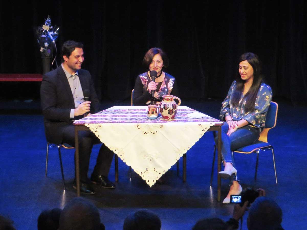 Saber Alizai, Nariné Khenkikian en Parisa Rostami delen ervaringen van o.m. opleiding en werk als vluchteling in Nederland bij de zilveren Jubileum viering van Steunpunt Vluchtelingen De Bilt